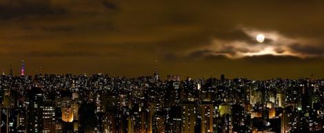 são-paulo-skyline-noturno-com-lua
